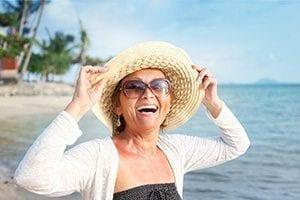 überschüssiges-Bauchfett-loswerden-glücklich Abnehmen mit Diät-Shakes: Dauerhaft schlank ohne Jojo-Effekt